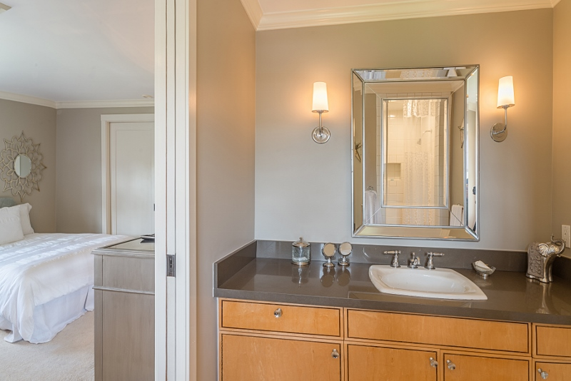 21-bay-villa_2014_bath-by-br-2-queens-800x534