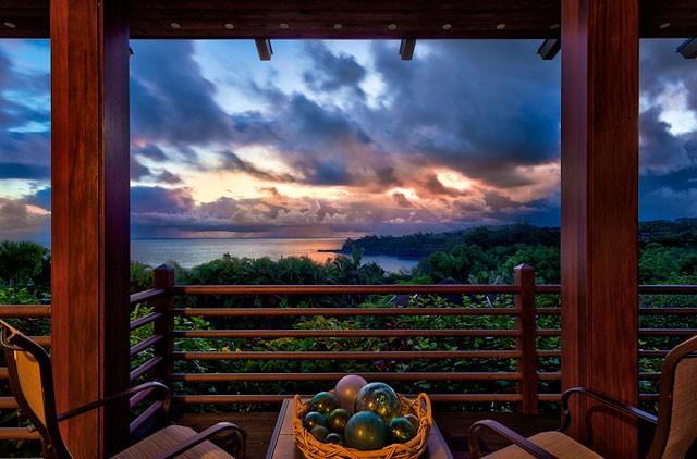 7-heavenlyview_lanai-at-sunset