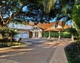 7-tropicalbreezevilla_exterior