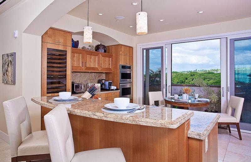 11-sandysurf_kitchen2-800x516