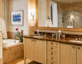 17-aqualani_master-bath-800x534