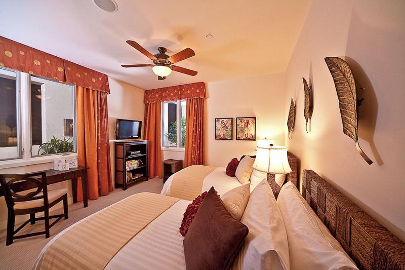19-sandysurf_3rd-bedroom-2-twins-or-1-king-800x533