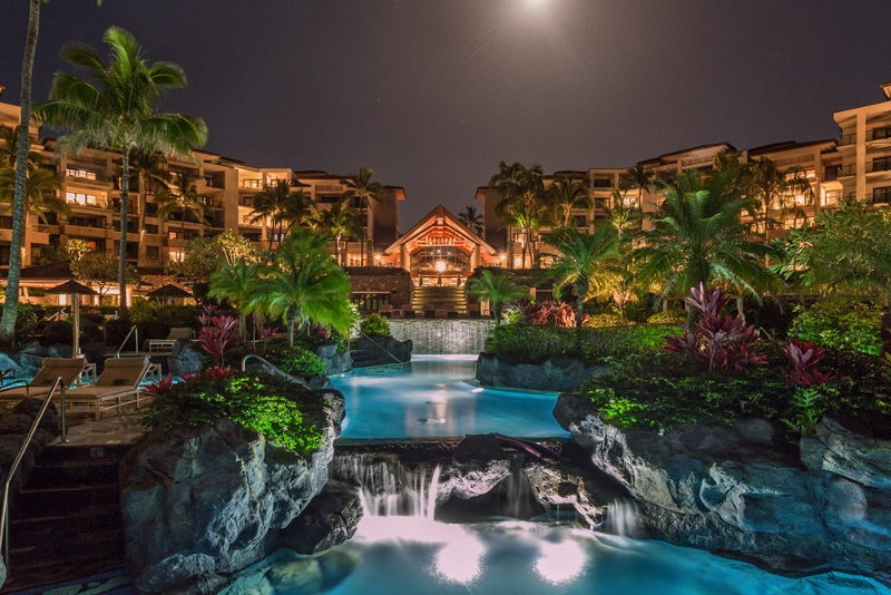 1-montagekapaluabay_main-photo-night-800x534