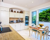 9-bluehorizons_kitchen2-800x534
