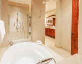 20-sandcastlessuite_master-bath2-800x534