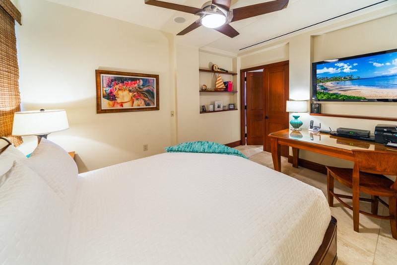30-sandcastlessuite_bedroom4-den-queen2-800x534