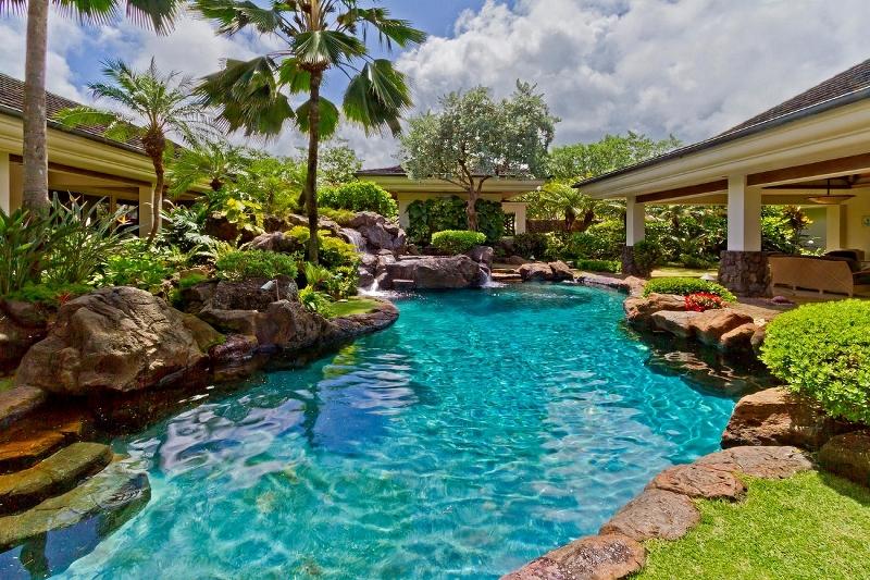1-kailuana-retreat_pool-800x533