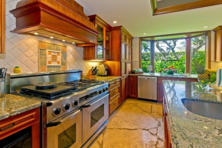 15-kailuana-retreat_kitchen3-768x512