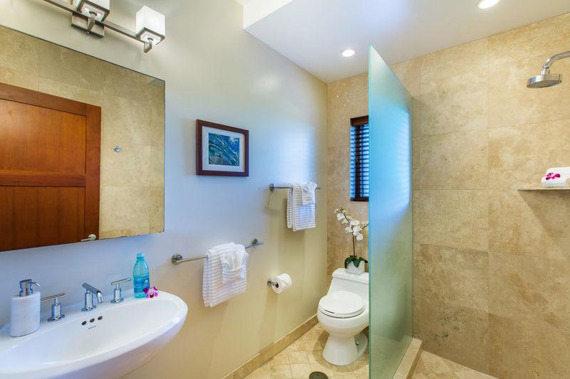 19-lanikai-hillside_first-floor-bath