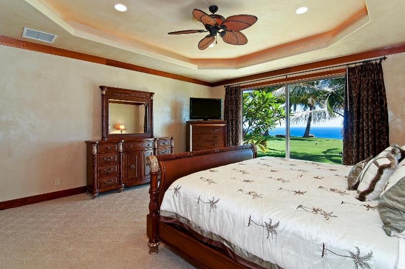 47-pacific-view_bedroom1-alt-800x531