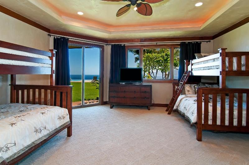 51-pacific-view_bedroom2-800x531