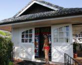 23-spa-estate_guestsenteringtreatmentroom-534x800