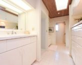 24-serenity-villa_master-bath1-800x534