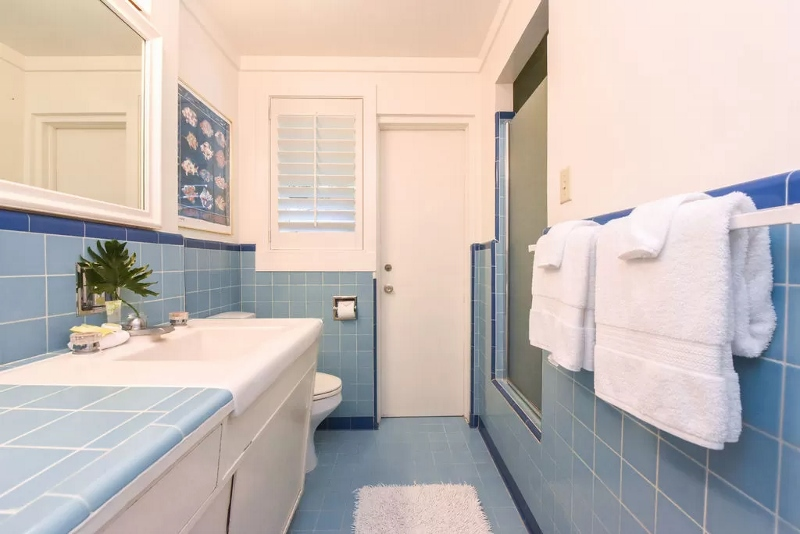 29-serenity-villa_blue-bath-800x534