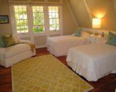 34-spa-estate_mauka-bedroom-upstairs-800x600