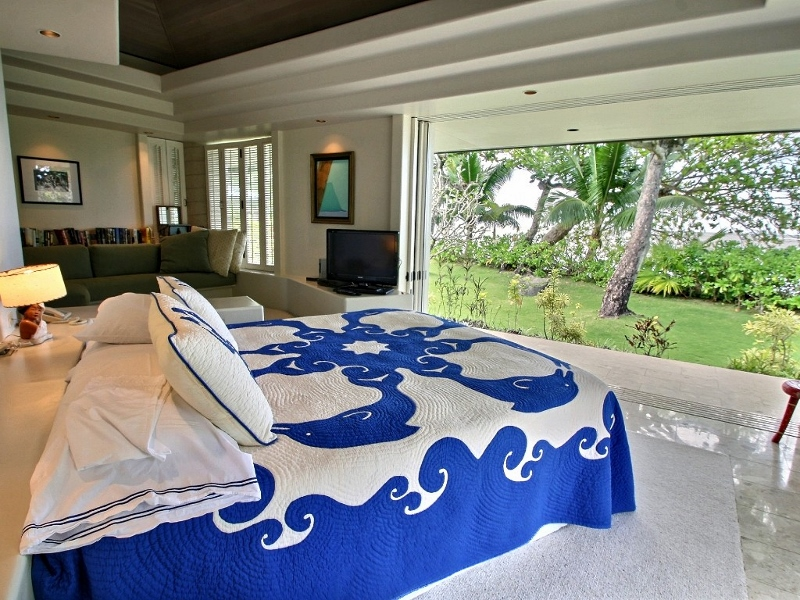 11-anini-beachfront_master-bedroom2-800x600