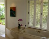 15-anini-beachfront_master-bath3-800x533