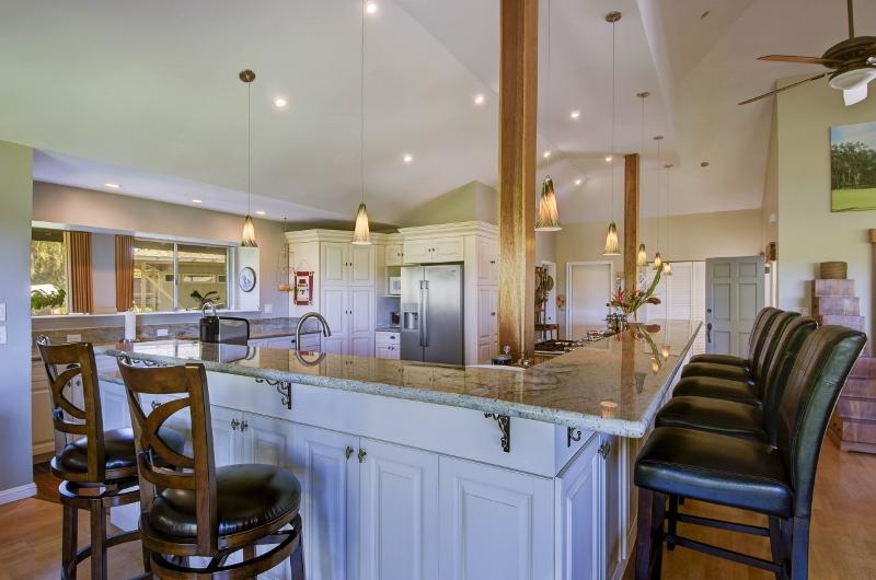 16-princeville-golf-villa_kitchen-800x530