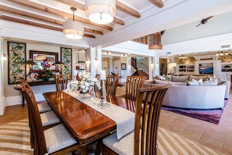 20-hawaiiana-hale_dining-to-living-800x534