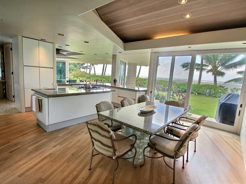 8-anini-beachfront_kitchen-dining-800x600