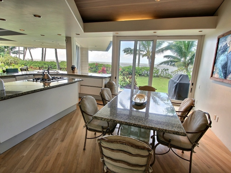 9-anini-beachfront_dining-800x600
