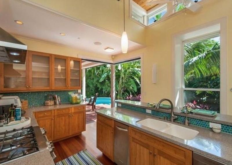 11-tropical-retreat_kitchen-800x570