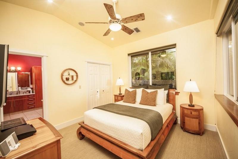 14-moana-hideaway_bedroom-2-queen-800x533