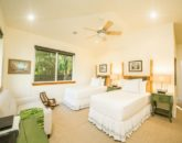 16-moana-hideaway_bedroom-3-twins-or-king-800x532