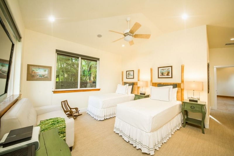 16-moana-hideaway_bedroom-3-twins-or-king-800x532