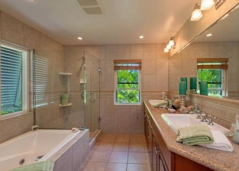 16-tropical-retreat_master-bath-800x571