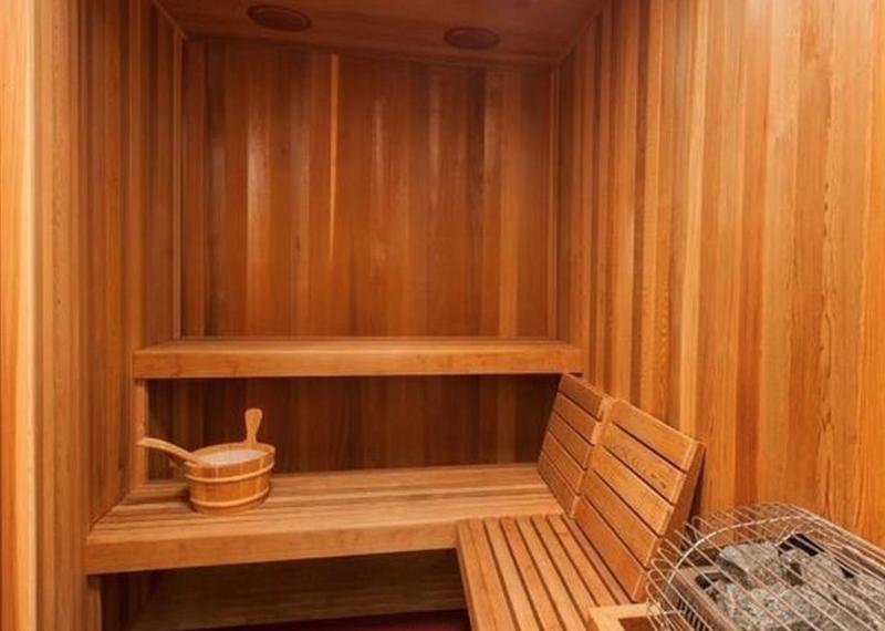17-tropical-retreat_sauna-800x570