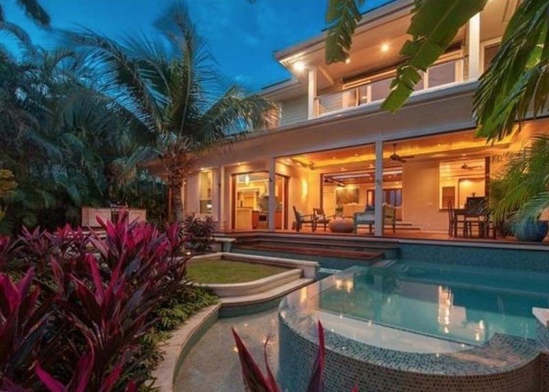 2-tropical-retreat_pool-evening-800x571