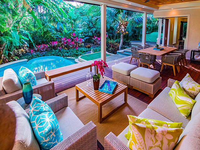 5-3-tropical-retreat_pool-lounge3
