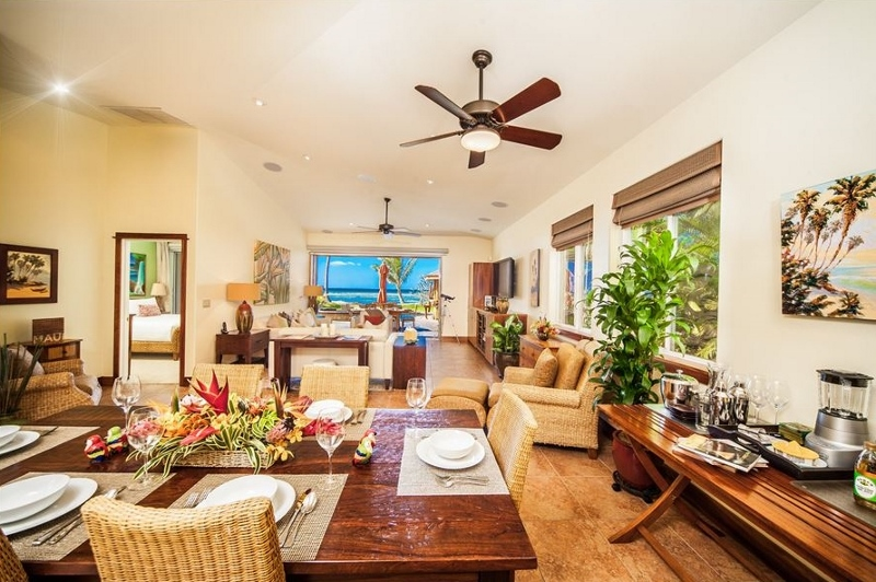 6-moana-hideaway_dining-to-great-room-to-pool-800x532
