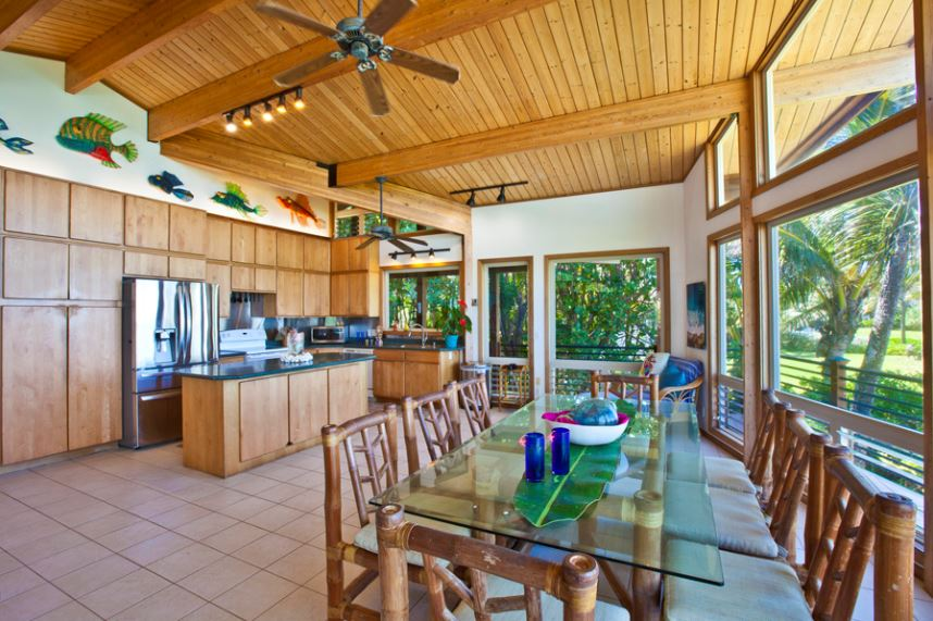 10-luana-beachfront_dining-and-kitchen-2