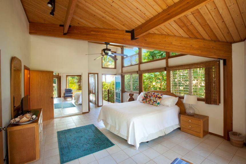 13-luana-beachfront_bedroom1-alt