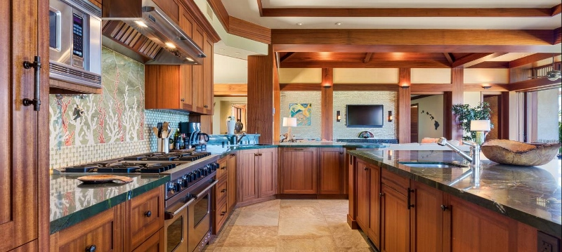 14-pauoa-luxury-estate_kitchen3-800x359