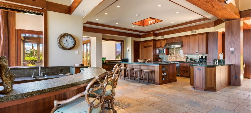 15-pauoa-luxury-estate_kitchen-800x359