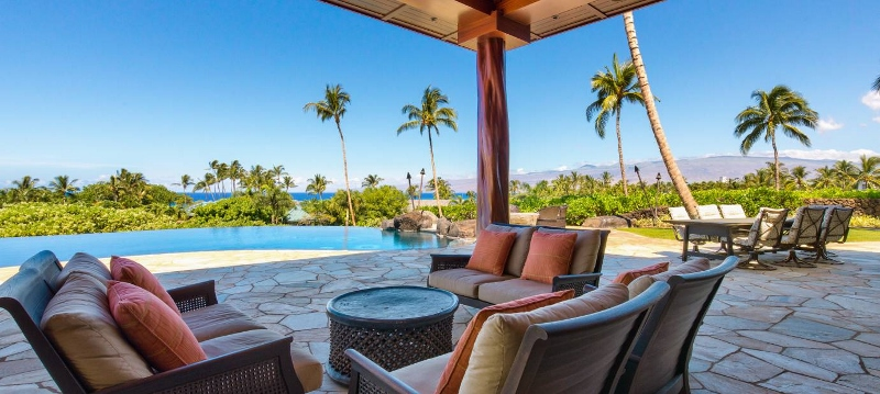 7-pauoa-luxury-estate_lanai-to-pool-800x359