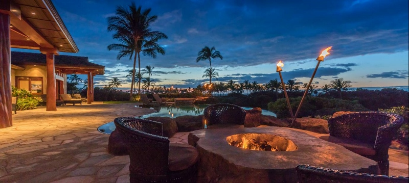 8-pauoa-luxury-estate_lanai-evening-800x359