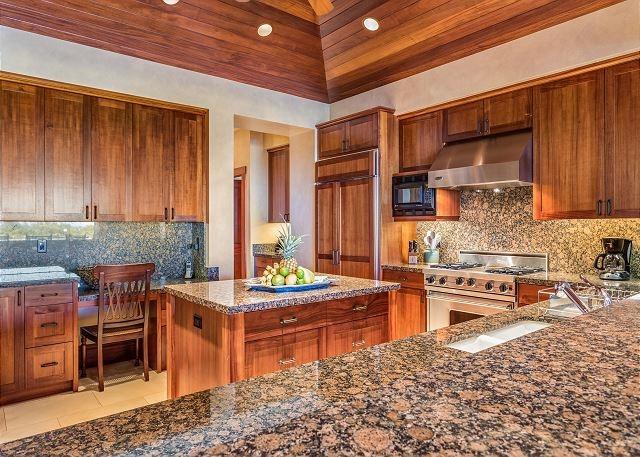 10-hualalai-vista-estate_kitchen-640x457