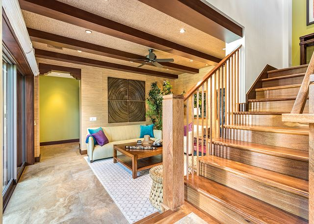 11-haliipua-villa-104_entry-stairs