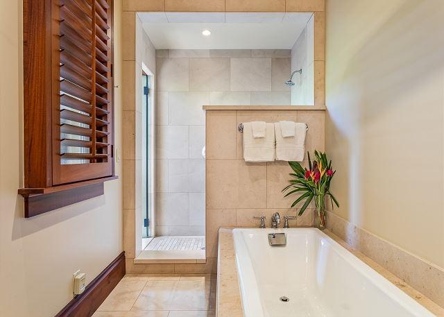 16-hualalai-vista-estate_master-bath-640x457