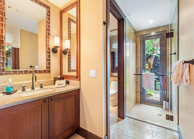 26-haliipua-villa-104_bedroom3-bath