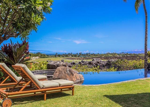 3-hualalai-vista-estate_pool-chaises-640x457
