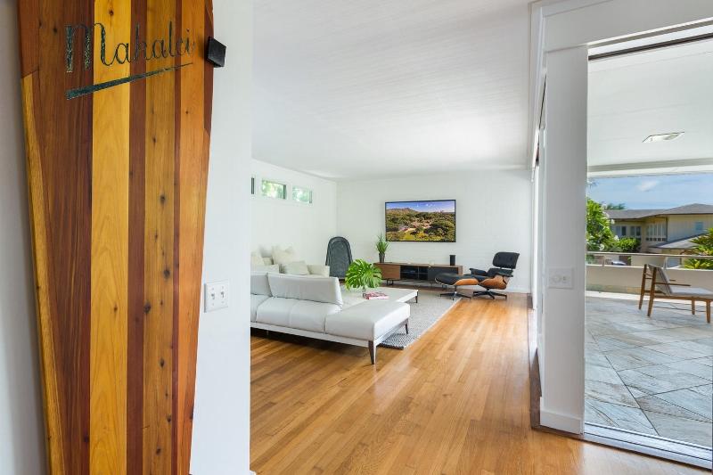 14-makalei-hale_living-room3-800x533