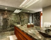 31-secret-cove-estate_master-bath2-800x533