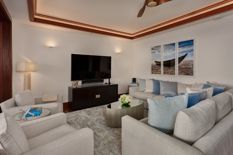 10-pacificpearl5401_living2-800x533