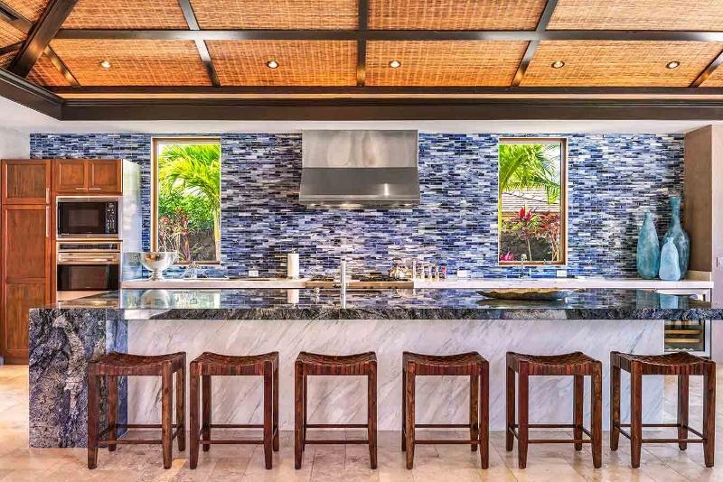 13-kahua-estate_kitchen1-800x534