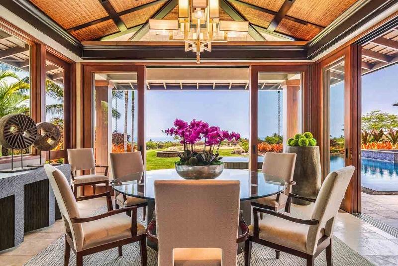 14-kahua-estate_indoor-dining-800x534